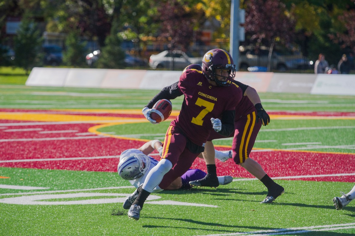 Stingers receiver James Tyrell taking to the open field in Saturday game vs Bishops.  Photo by Andrej Ivanov.
