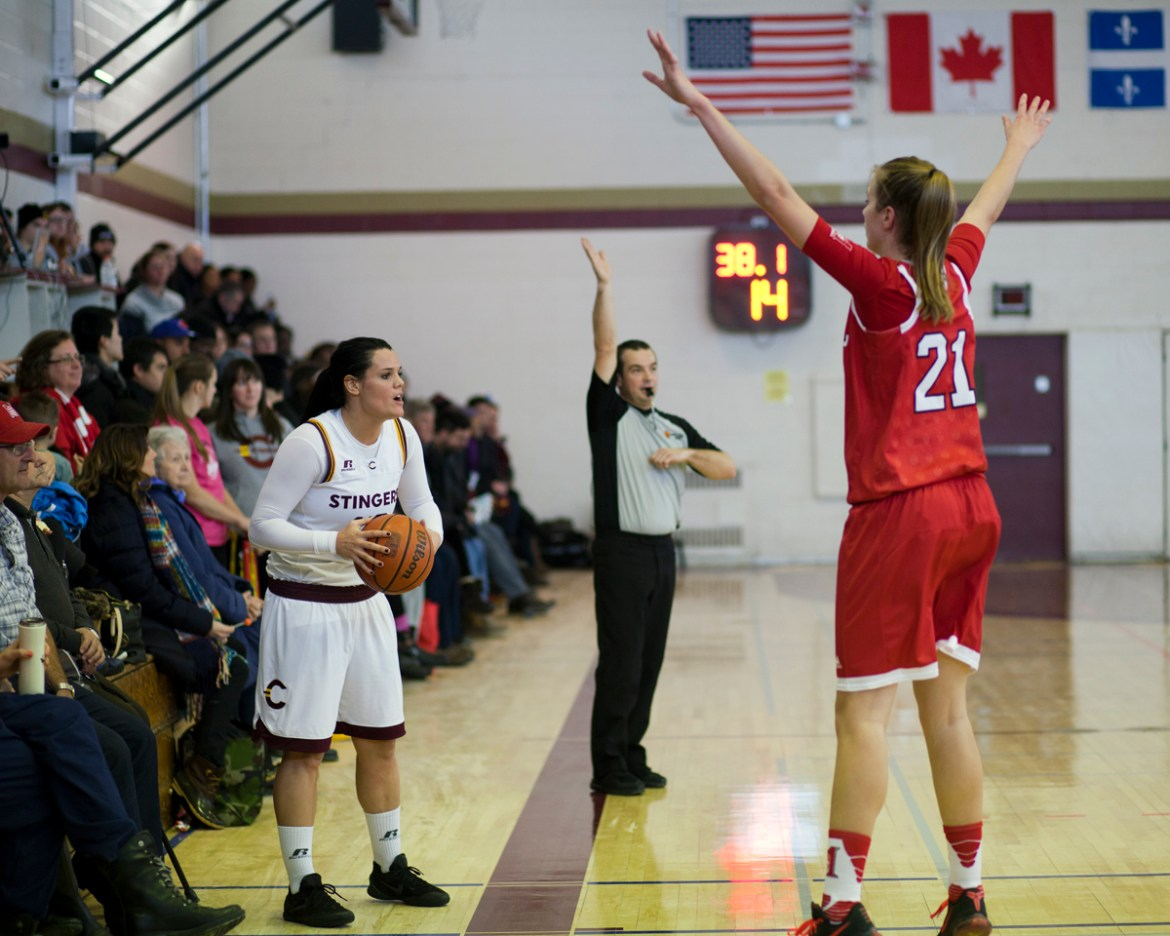 Stingers forward Richelle Gregoire looks to inbound the ball. Photo by Marie-Pierre Savard.