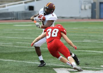 Stingers running back Jean-Guy Rimpel makes a run with the ball.