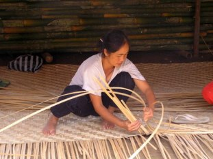 Weavng the strips of bamboo