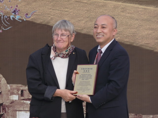 Professor Sharon Sullivan being honoured by Deputy Director of the Dunhuang Academy, Wong Xedong