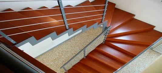 Open newel half turn stair