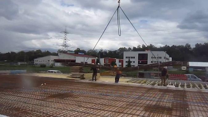 Lifting and Positioning of BAMTEC Carpet Reinforcement