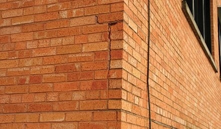 Deterioration of Brick Facade due to Humidity Variations