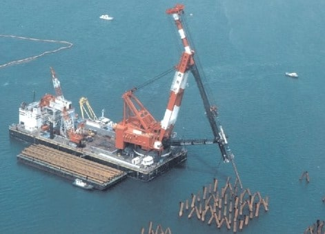 Floating pile driving plant