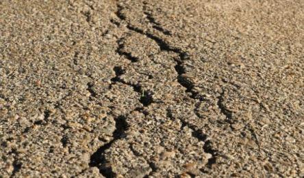 Shrinkage Cracks in Wet Compacted Soil