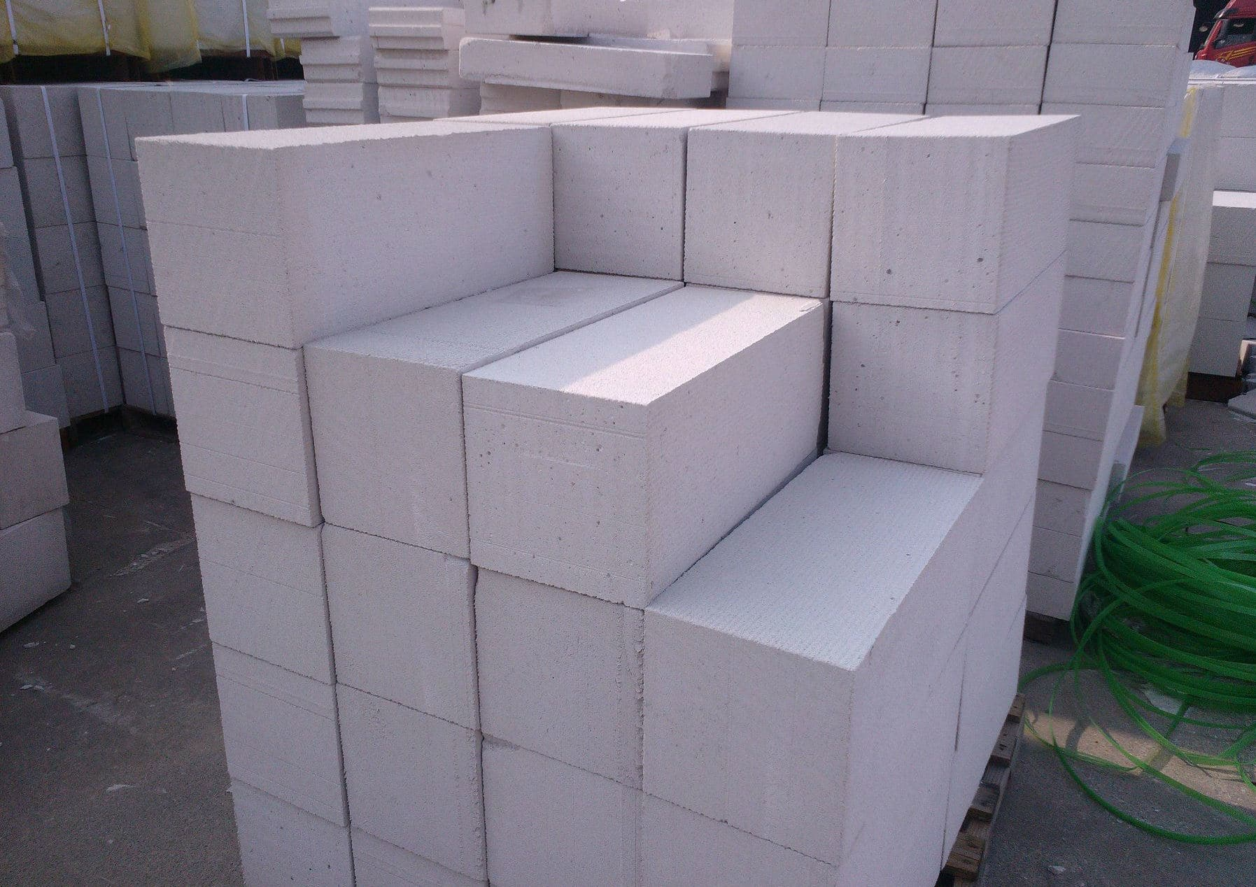 Autoclaved Aerated Cement Blocks - A new Kind of concrete is going unnoticed in the market.