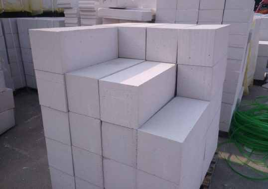 Autoclaved-Aerated-Cement Blocks
