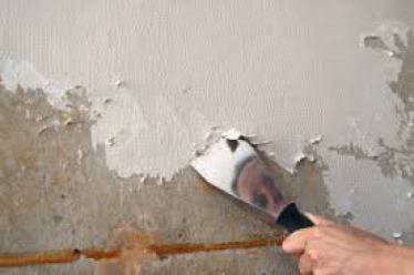 Remove the Damaged Wall Material using Putty Knife