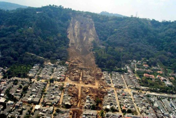slope failure causing loss of life due an earthquake