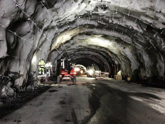 Application of rock bolts in tunnel