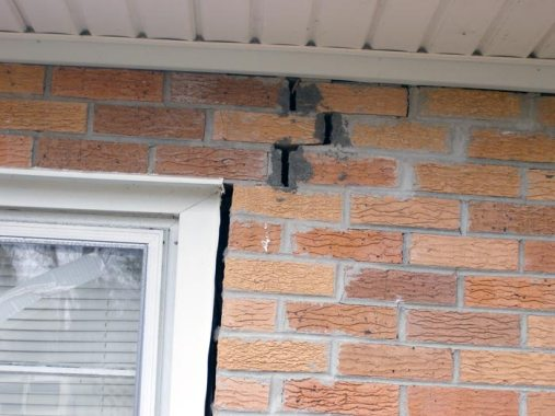 Separation in window of due to foundation instability