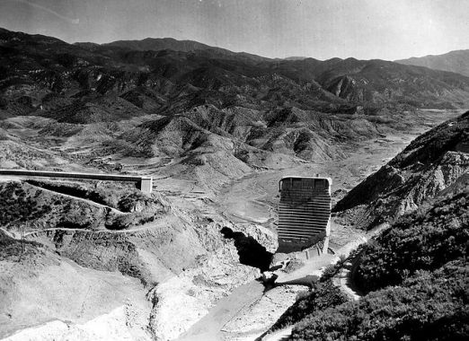 Unsuitable site location of the St. Francis Dam