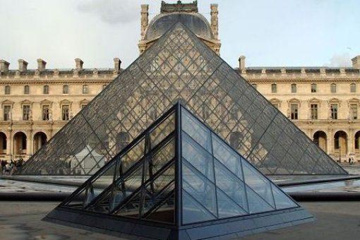 Smaller pyramids near Louvre