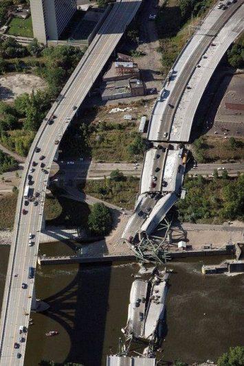 Collapse of Minneapolis steel highway bridge