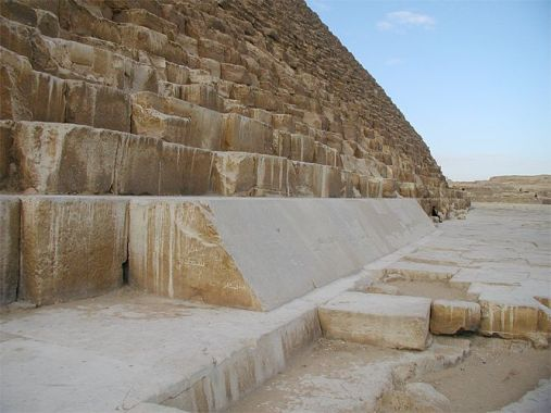 The limestone blocks of the Khufu pyramid in the lower layers