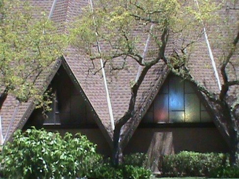 Holy Shepherd Lutheran Church, Orinda, California (copyright: Laurie Snyder, 2011)