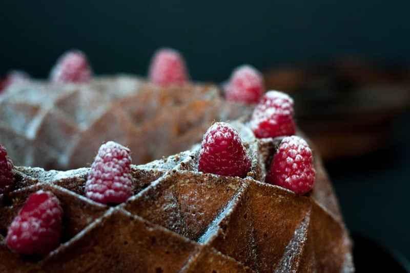 Receta bundt cake con frambuesas