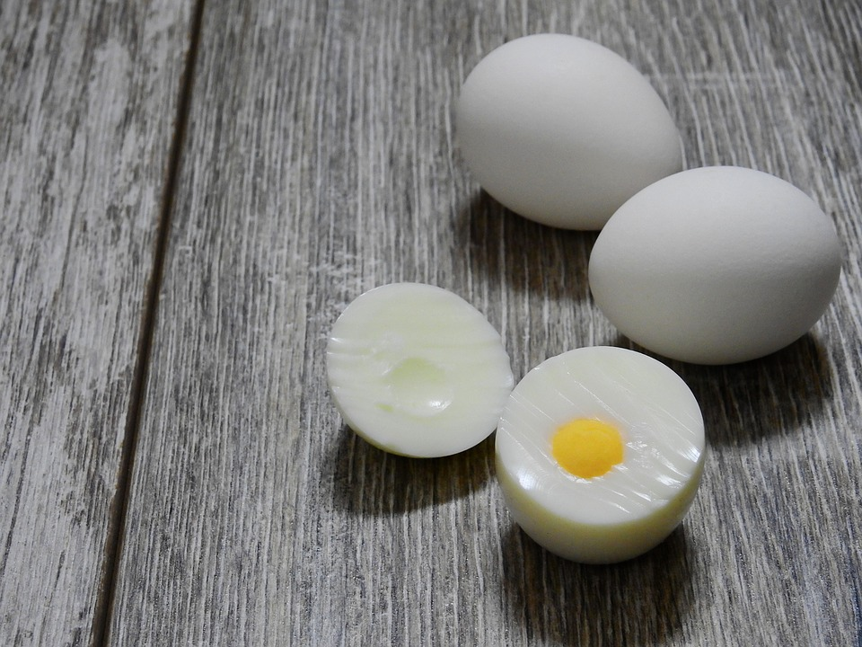How long do hard boiled eggs last