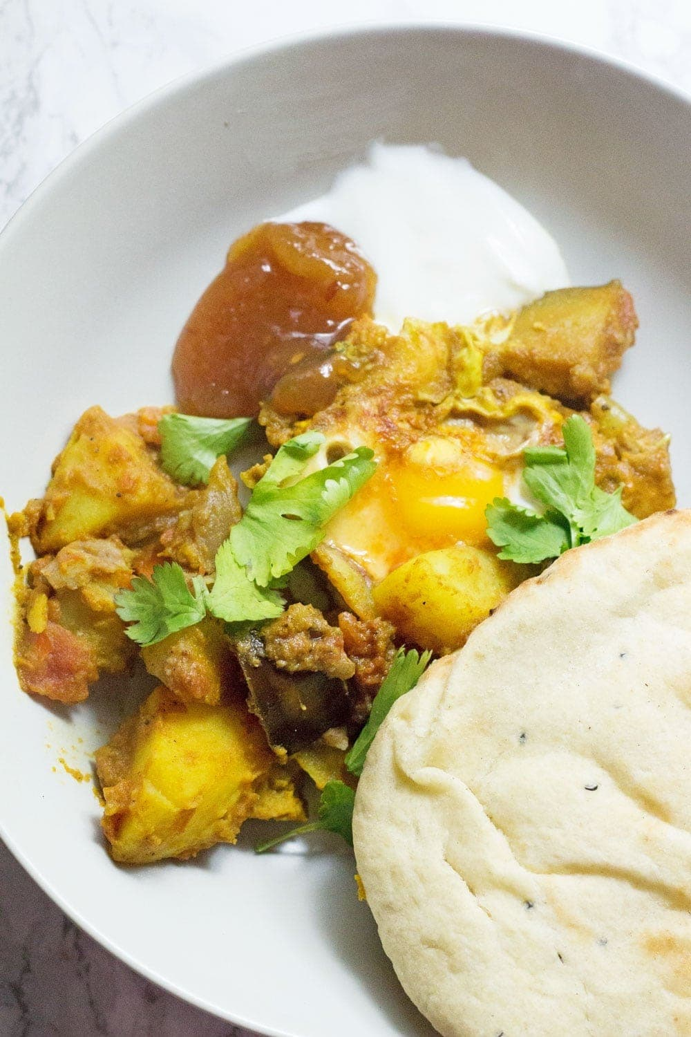 This easy curry potato & egg skillet is a great weeknight dinner. It's got bags of flavour, comes together quickly and is made of super cheap ingredients!
