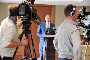 The Mayor of Cork County Cllr. Alan Coleman who resigned from the Fianna Fáil party in Cork yesterday speaking at his press conference at the Kingsley Hotel, Cork. Photo COPYRIGHT: Billy macGill
