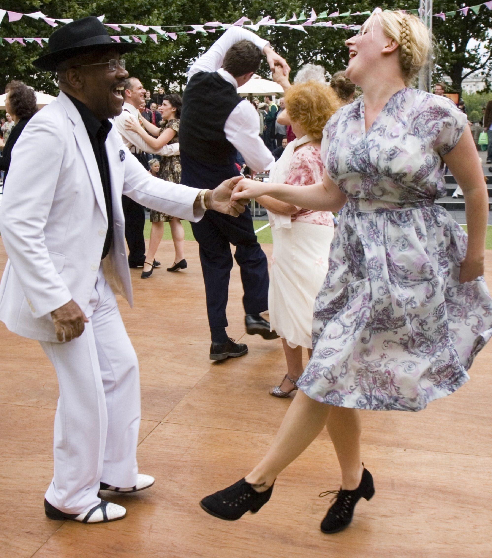 Ragroof Tea Dance Carnival Time ┬®Ludovic_des_Cognets copy.jpg
