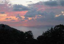 Costa Rica sunset over Pacific Ocean. www.delapuravida.com