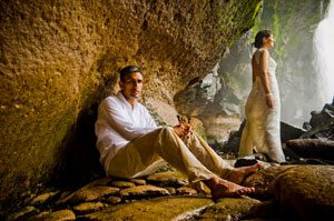 taking wedding photos by a waterfall in Costa Rica