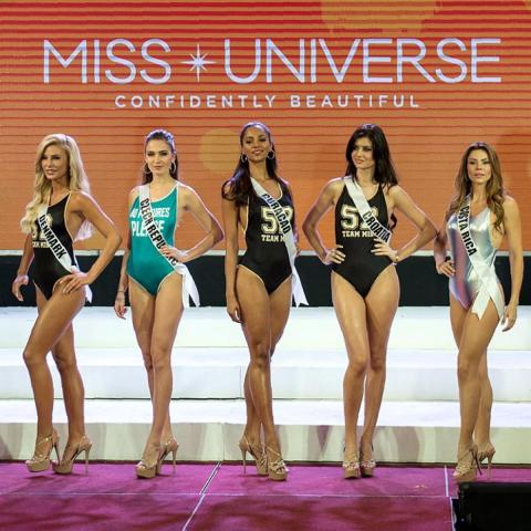 Miss Universe candidates have to perform a rigurous agenda, including photo sessions.