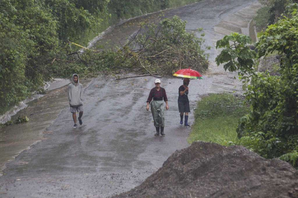 Deadly tropical storm lashes Central America, heads for United States