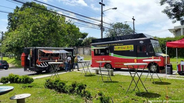 Food trucks are always a good choice for foodies.