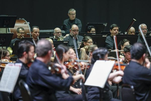 National Symphonic Orchestra during its participation in the Latin Grammy Awards
