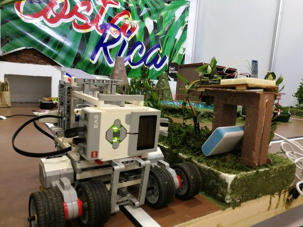 Robot prototype created by students of the Professional Technical College of Platanar and shown at the World Robotics Olympiad