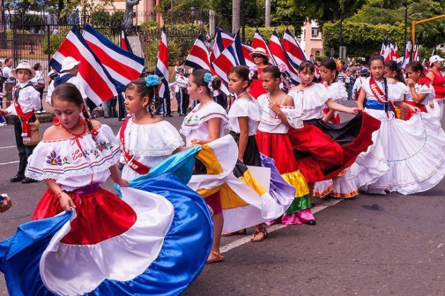 Parade in commemoration of the Costa Rican Democracy Day