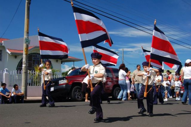 Costa Ricans love their national flag since their childhood.