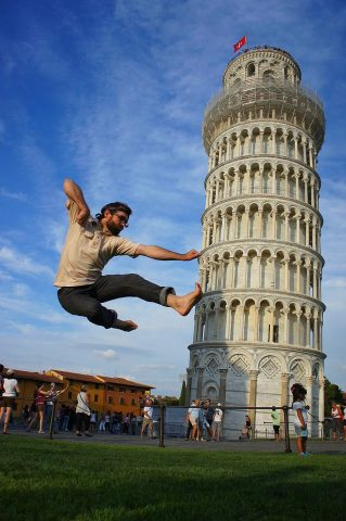 """Many tourists like to """"trick"""" their photos with funny effects."""