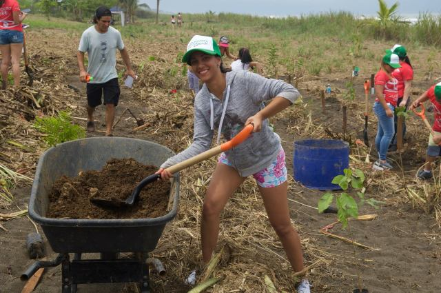 An enthusiastic volunteer of the planting project
