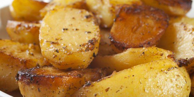 Roasted potatoes with garlic, lemon, and oregano