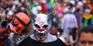 The devil in the parade, Barva
