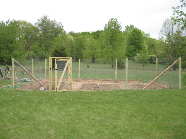Fence For Home Gardens Using Fencing Wire & Chicken Netting The