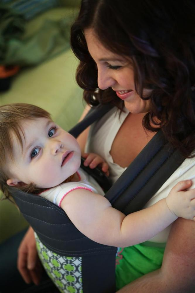 8 Reasons Why You Should Not Forward Face Your Baby in a Carrier (6/6)