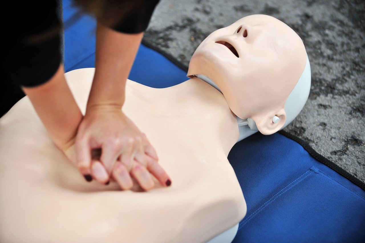 AED Defib and CPR CPDG first aid short course