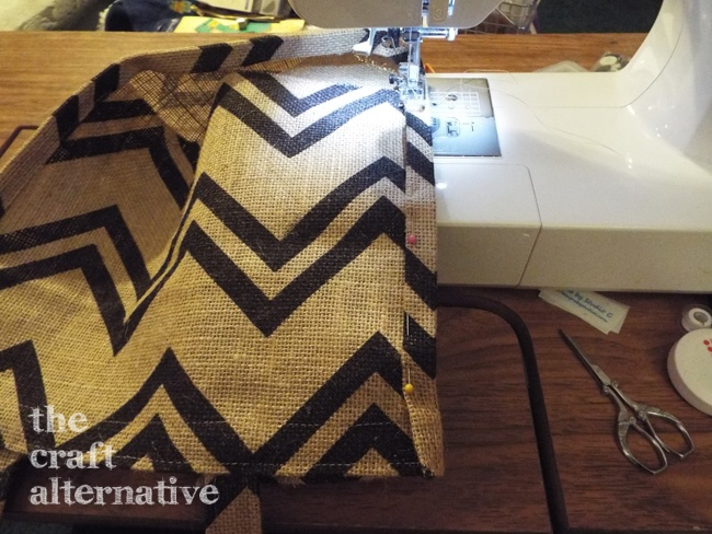 How to Make a Lined Burlap Lunch Bag_Side Seam