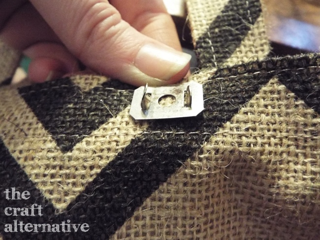 How to Make a Lined Burlap Lunch Bag_Clasp