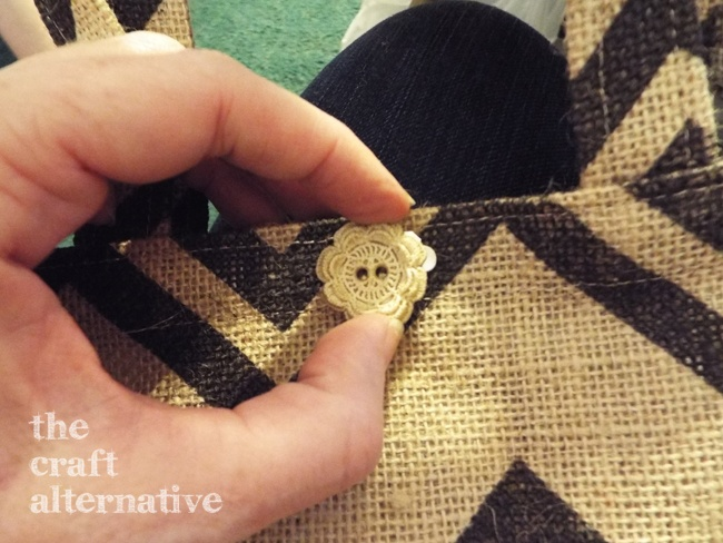How to Make a Lined Burlap Lunch Bag_Button