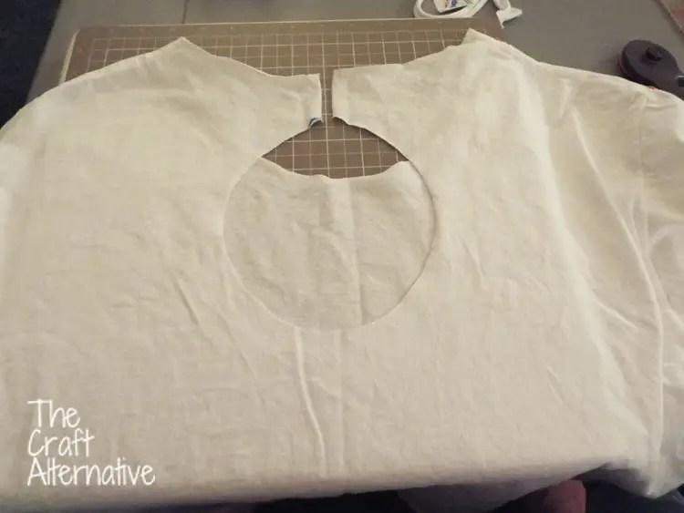 T-Shirt with a Keyhole Back_Keyhole