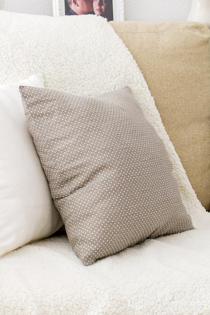 https thecraftingnook com envelope pillow cover tutorial
