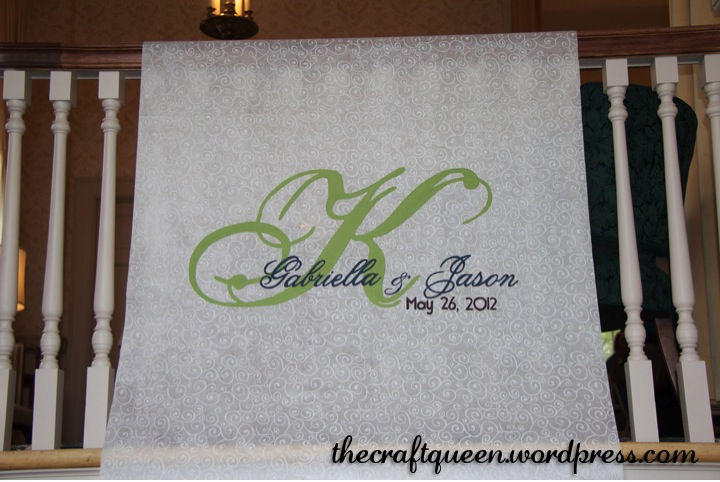 26. DIY Wedding: Monogrammed Aisle Runner (3/4)