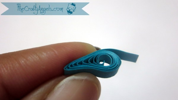 Basic quilling tutorial-making teardrop (13)