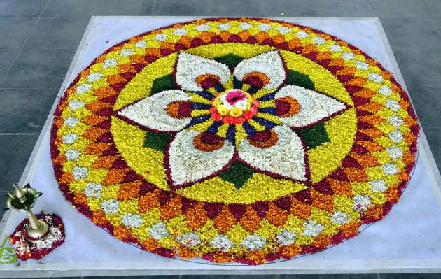 Easy-and-simple-ways-to-put-onam-pookkalam-designs-for-home-and-pookkalam-competions-along-with-latest-pookkalam-designs, onam, onam pookkalam, pookkalam designs, indian festivals, kerala festival, indian art, rangoli design, making pookkalam, mahabali, vamanan, onam celebration, onam craft, onam diy, onam decoration